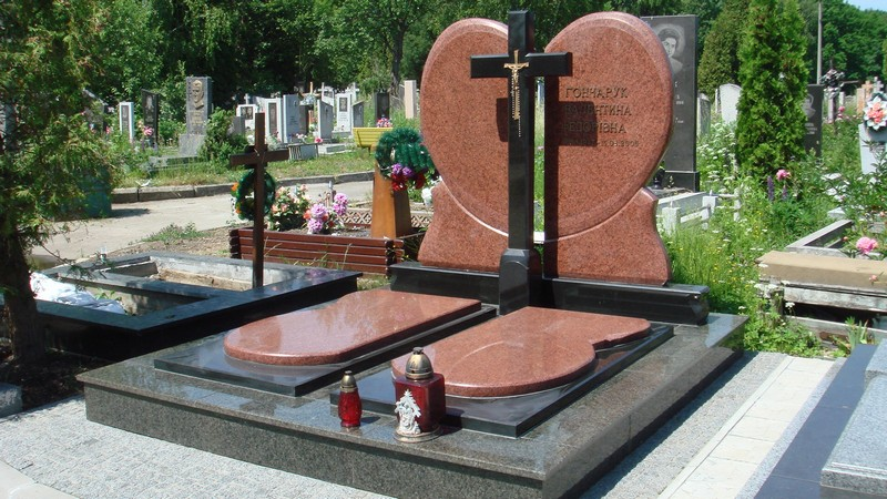 Памятники из гранита с крестом врачу изготовление памятников в чистополе